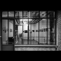 In)(between gallery