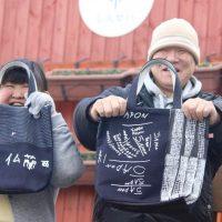 Objets artisanaux fabriqués par des enfants français dans le cadre d'un projet mené avec des enfants handicapés de Fukushima