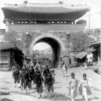Pour une nouvelle histoire du fait colonial en Asie de l'Est. Quelles sources pour quelle(s) histoire(s) ?