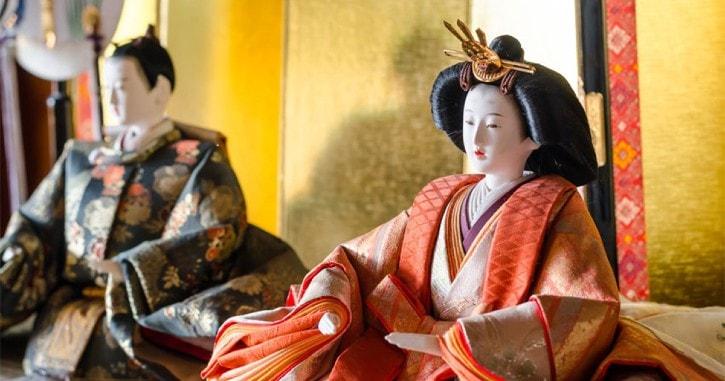 Les poupées japonaises voyagent en France