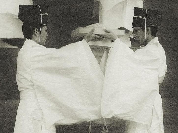 Les offrandes à la divinité Ōkuninushi par Masuura Yukihito